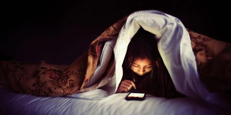 ارتباط-بین-نور-آبی-و-خواب-چیست؟