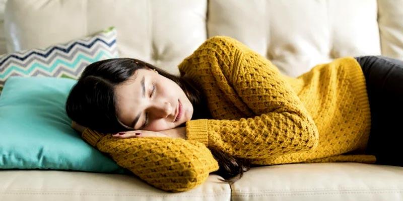 چطور-متوجه-شویم-که-چرت-زدن-باعث-خواب-آلودگی-می-شود؟