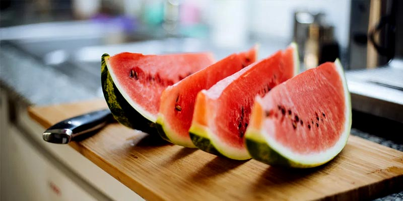 ۷-غذا-و-نوشیدنی-مفید-برای-کم-آبی-بدن